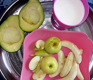 Smoothie made from bananas, apple, avocado and plain youghurt
