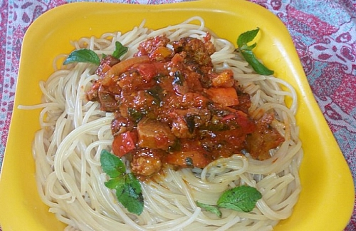 Tasty spaghetti bolognese.