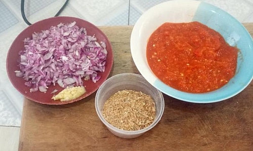 Once all the ingredients are kept in place, it make it easy to prepare the rice quickly