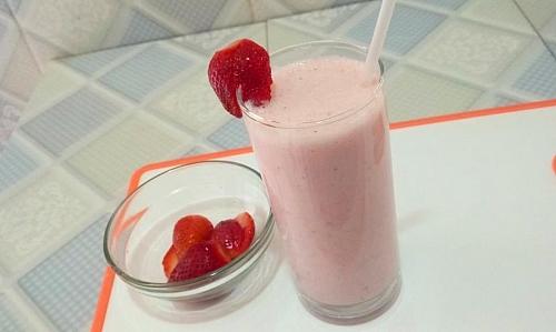 Best strawberry milkshake recipe