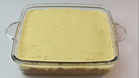 Layer of mashed potatoes for shepherd's pie